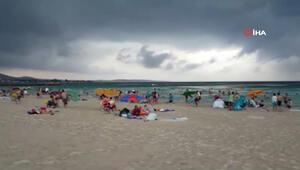 Fırtına Çeşme Plajında paniğe sebep oldu