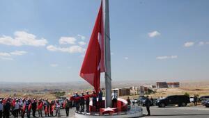 Batmanda 96 metrekarelik Türk bayrağı dalgalanmaya başladı