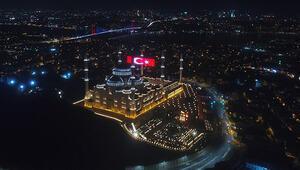 15 Temmuza özel dev LED Türk Bayrağı