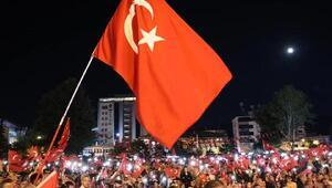 Niğdeliler, Ömer Halisdemir Meydanında demokrasi nöbeti tuttu
