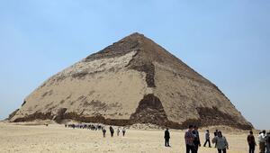 Mısırda Bent piramidi ziyaretçilere açıldı