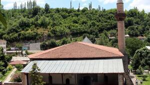 Fatih Sultan Mehmetin namaz kıldığı Ulu Cami, zamana meydan okuyor