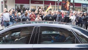 Merkel'e çirkin karşılama: Defol