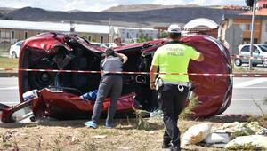 Sivasta TIR ile otomobil çarpıştı: 4 yaralı