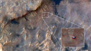 Curiosity, Marsta dolaşırken tepeden görüntülendi