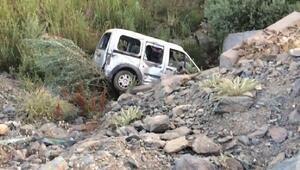 Bingölde hafif ticari araç şarampole yuvarlandı: 1 ölü, 2 yaralı