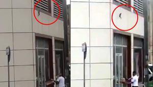 2. kattan düşen kediyi havada yakaladı