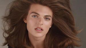 Dudak uçuklatan benzerlik: Saçlarının uçuşması bile aynı