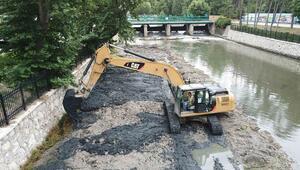 Baraj gölü temizleniyor