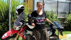 Motosikletli kadından kanser farkındalık turu