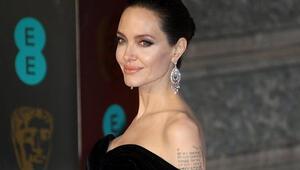 Yanakları olay oldu Angelina Jolie'nin…