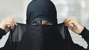Hollanda'da peçeli kadınlara para cezasını Türk ve Fas kökenli politikacılar ödeyecek