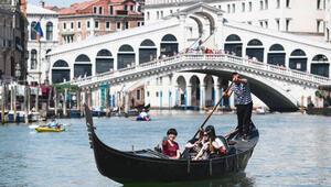 Venedik'te köprü altında kahve pişiren iki Alman, kentten atıldı
