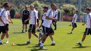 Beşiktaşta yeni sezon hazırlıkları sürüyor Burak Yılmaz takımla çalıştı...