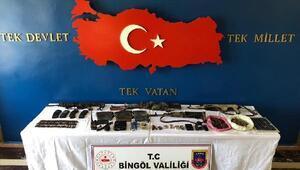 Bingölde etkisiz hale getirilen 8 teröristin silahları da ele geçirildi