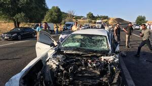 Bingölde yolcu minibüsü ile otomobil çarpıştı: 2 ölü, 16 yaralı