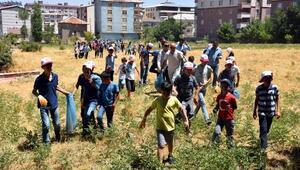 Kuran Kursu öğrencileri mezarlıkları temizledi