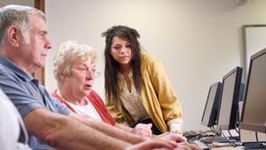 Yaşlılar sosyal medya ile yaşama sarılıyor