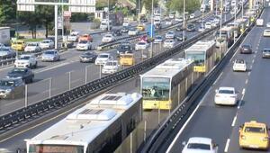 Zeytinburnunda arızalı metrobüs yoğunluğa neden oldu