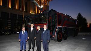 Malezya Başbakanı Mahathir Ankarada yerli üretim itfaiye aracını inceledi