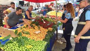 Maltepe zabıtası pazarcıları denetledi
