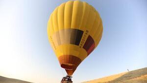 Tarihi kentte sıcak hava balonu uçuşları başladı
