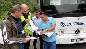 Kaçak ve belgesiz tur düzenleyen 36 acenteye ceza kesildi