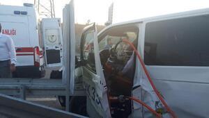 Sultangazide İETT otobüsü minibüse çarptı: 1i ağır, 6 yaralı
