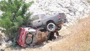 Otomobil ile kamyonet çarpıştı; karı- koca öldü, 3 kişi yaralı