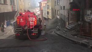 Kağıthanede iş yeri yangını, sokağı duman kapladı