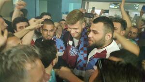 Trabzonsporun yeni forveti Alexander Sörlothe coşkulu karşılama