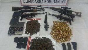 Tuncelide PKK silahları ve mühimmatı ele geçirildi