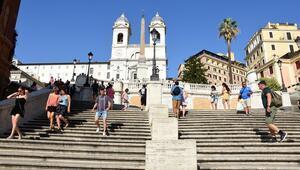 Romada İspanyol Merdivenlerine oturma yasağı