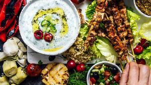 Bayramda sofranızdan salata ve yoğurdu eksik etmeyin İşte ideal bayram menüsü