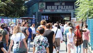 Bulgaristanda yaşayan soydaşların bayram alışverişi Edirneden