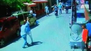 Zabıtaya bıçaklı saldırı kamerada