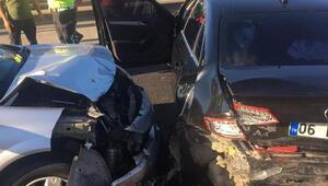 TEMde iki otomobil çarpıştı: 3 yaralı