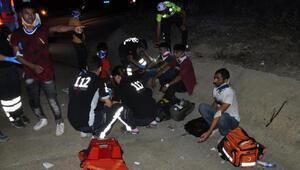 Edirnede kaçak göçmenleri taşıyan hafif ticari araç kaza yaptı: 10 yaralı