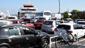 Çanakkalede feribot yoğunluğu başladı