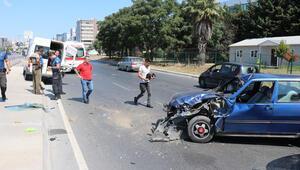 Ataşehirde otomobil minibüse çarptı: 1 yaralı