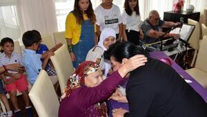 Vali Civelek Huzurevinde yaşlılarla bayramlaştı