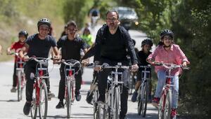 Bakan Kasapoğlu Eymir'de gençlerle pedalladı