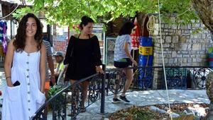 2 bin yıllık anıt çınar ağacının etrafında dilek turu