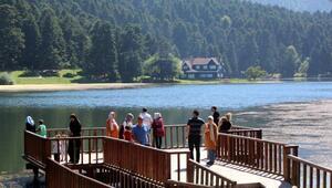 Gölcük Tabiat Parkına bayramda ziyaretçi akını