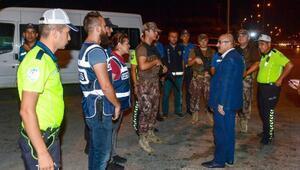 Vali Demirtaş, Adana-Mersin otoban polis uygulama noktasını ziyaret etti