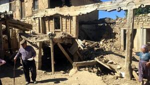 Denizli depreminde Afyonkarahisarda 15 ev yıkıldı
