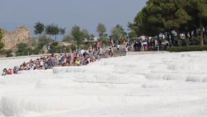 Pamukkalede ziyaretçi rekoru bekleniyor