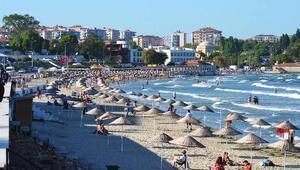 Gelibolu halk plajı bayramda dolup, taştı