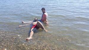 İskeleden göle atlayan Suriyeli gencin bacağı kırıldı