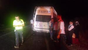 Kına gecesine gidenlerin olduğu minibüs ile otomobil çarpıştı: 5 yaralı